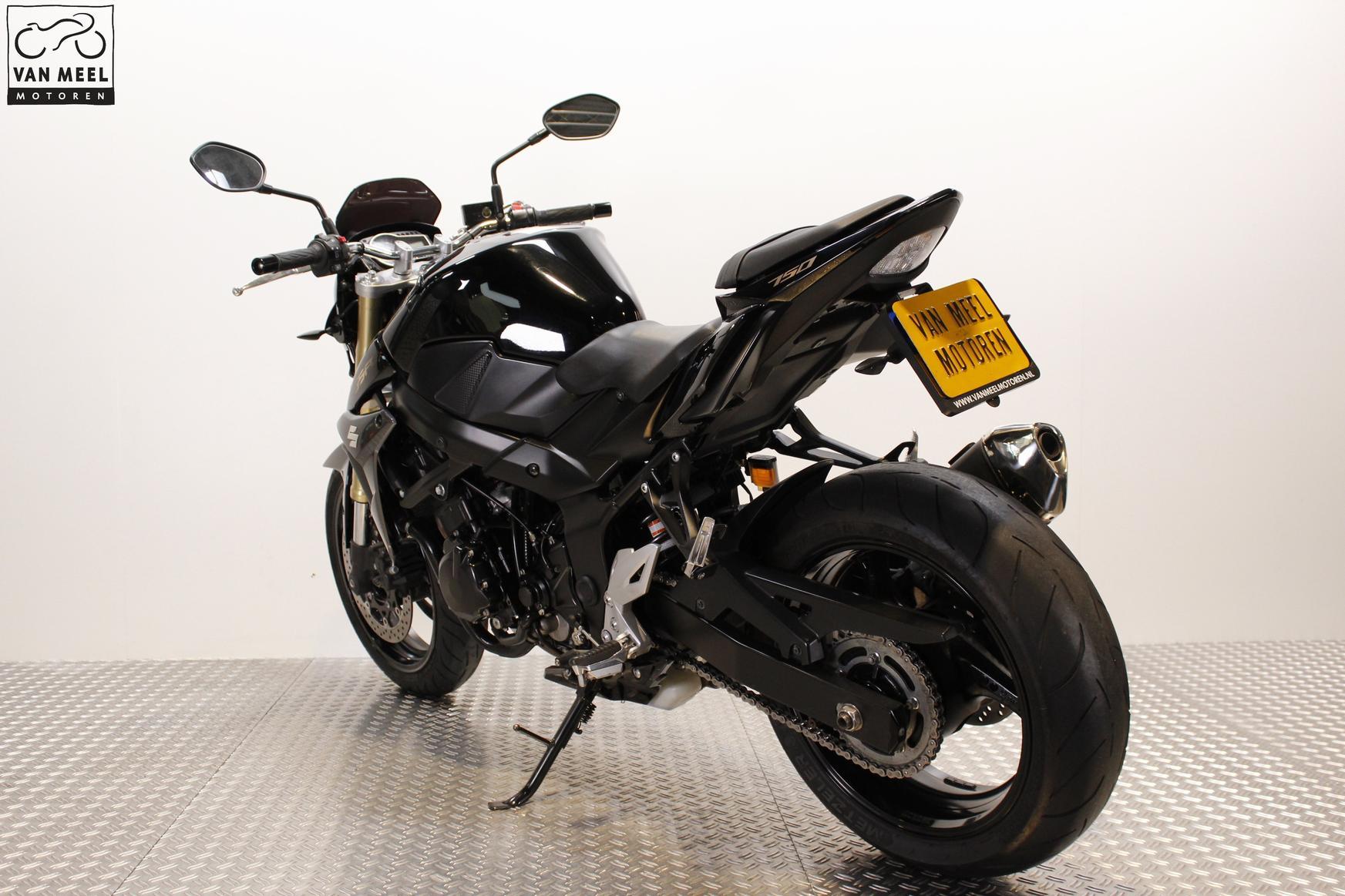 SUZUKI - GSR 750