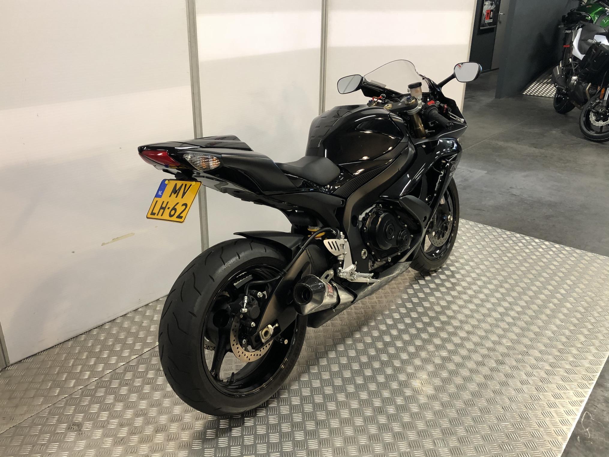 SUZUKI - GSX-R 600 9