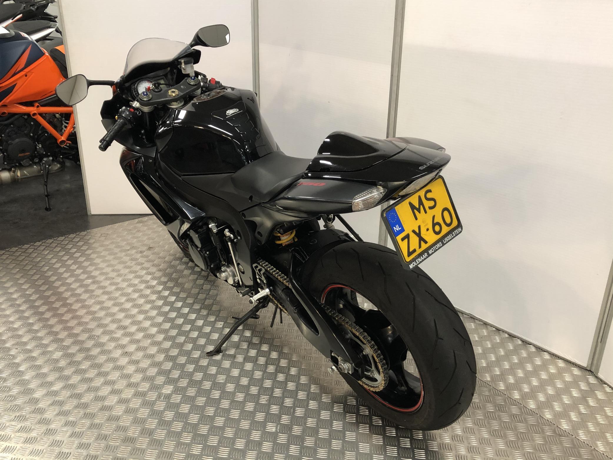 SUZUKI GSX-R 750 8