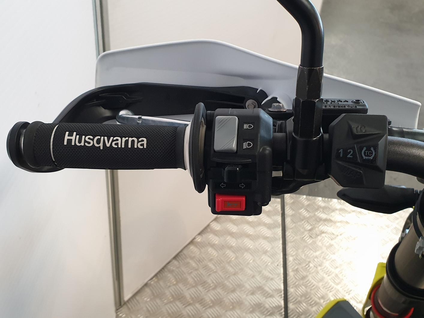 HUSQVARNA - 701 SUPERMOTO