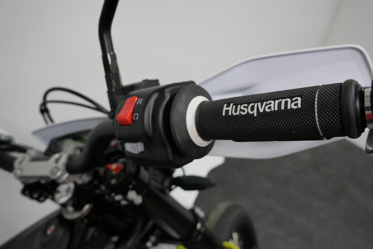 HUSQVARNA - 701 SM