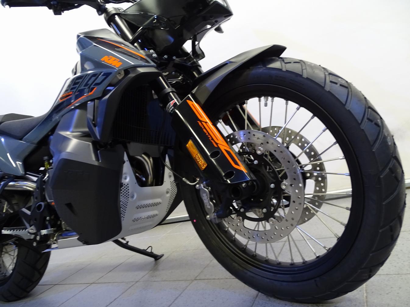 KTM - 890 ADVENTURE L
