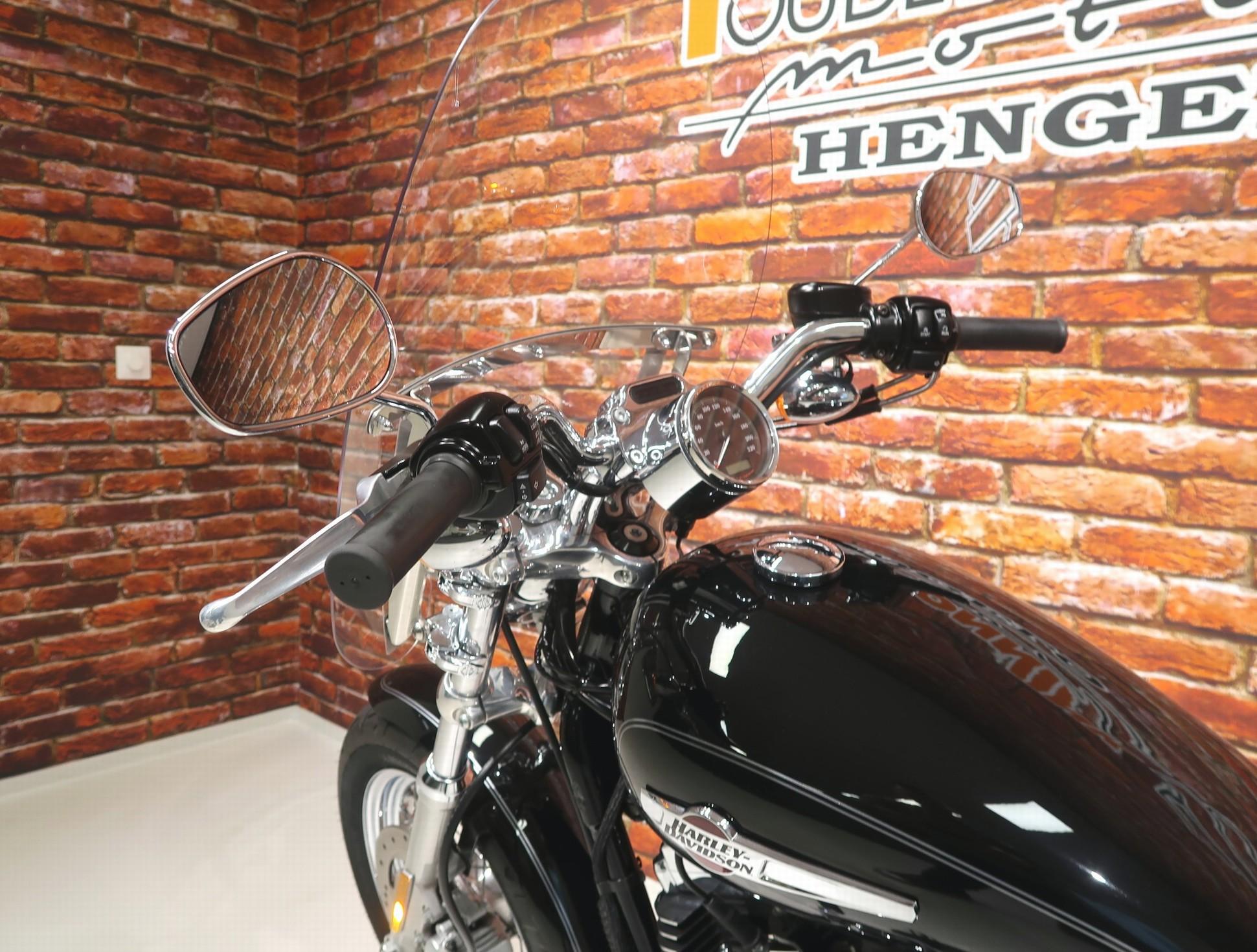 HARLEY-DAVIDSON - XL 1200 C Custom
