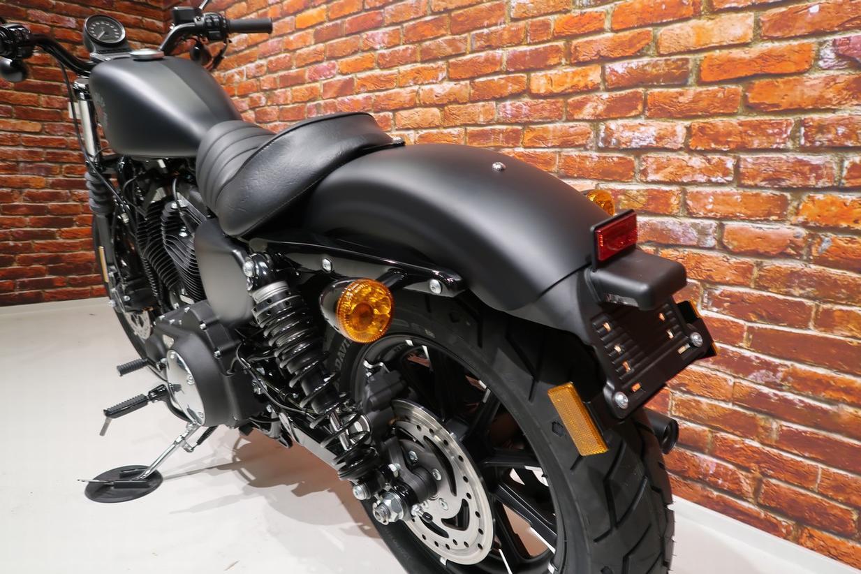 HARLEY-DAVIDSON - XL 883 N Iron