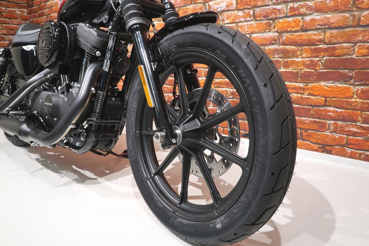 HARLEY-DAVIDSON - XL 1200 N Iron