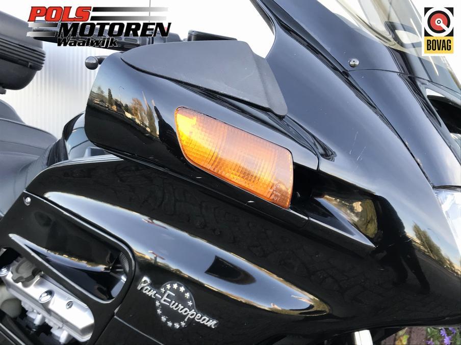HONDA - ST 1100 A V