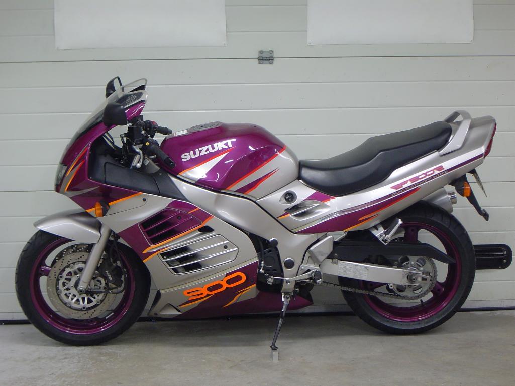 SUZUKI - RF 900RR