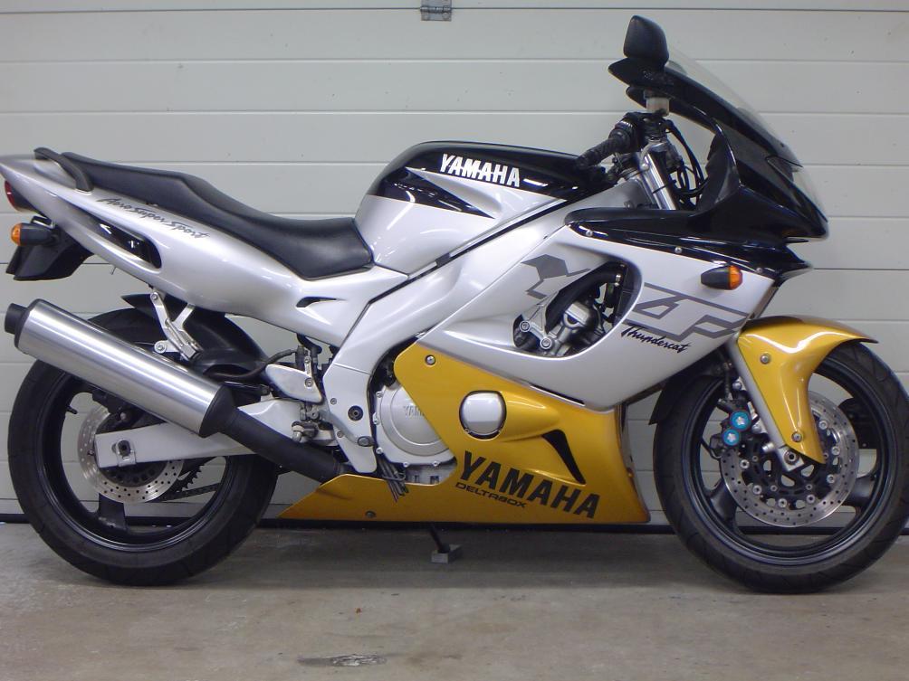 YAMAHA - YZF 600