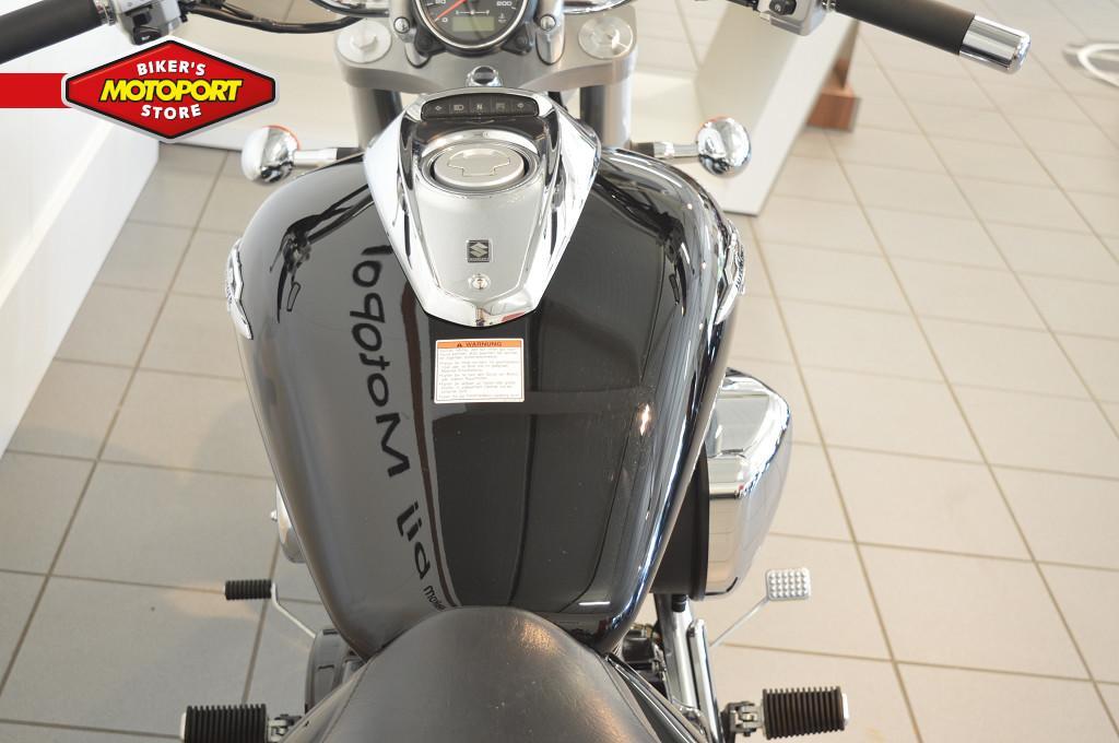 SUZUKI - M 800