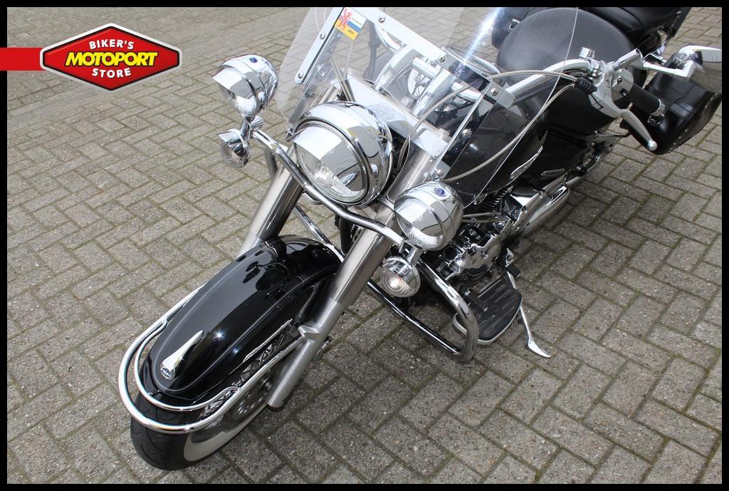 YAMAHA - XVS 1100 Dragstar classic