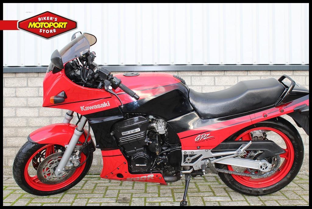 KAWASAKI - GPZ 900R