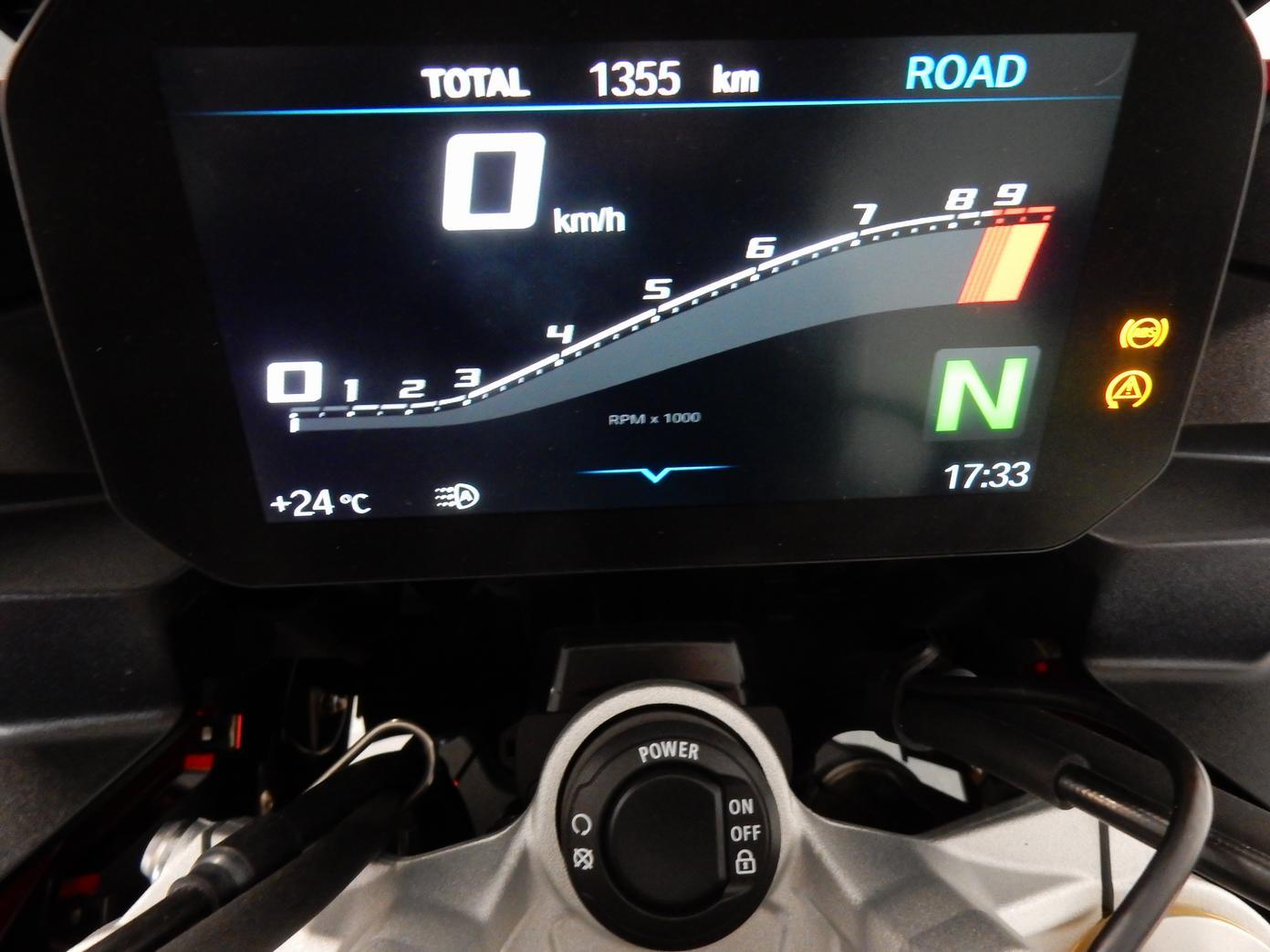 BMW - F900 XR