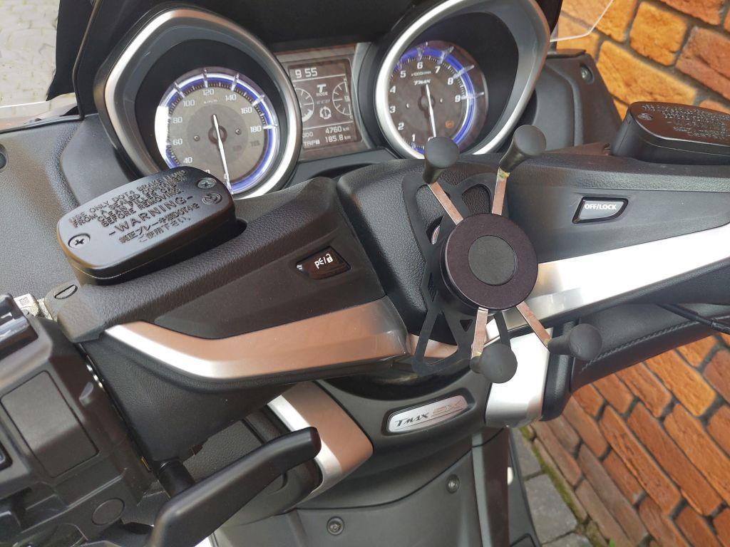 YAMAHA - T-MAX SX ABS Akrapovic