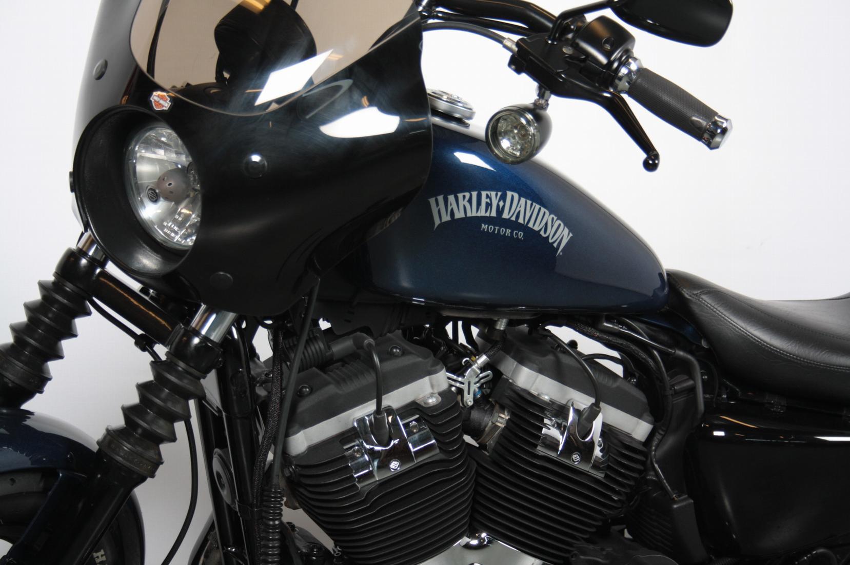 HARLEY-DAVIDSON - SPORTSTER 883 IRON