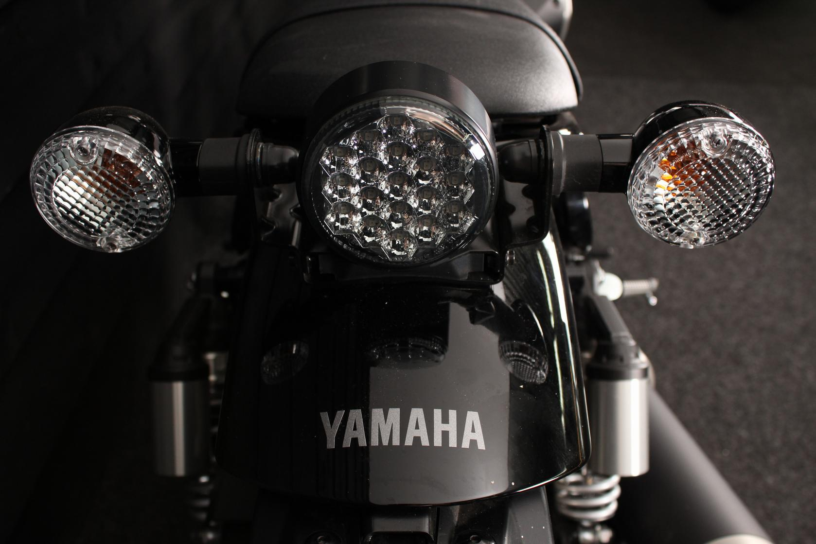 YAMAHA - SCR 950 ABS