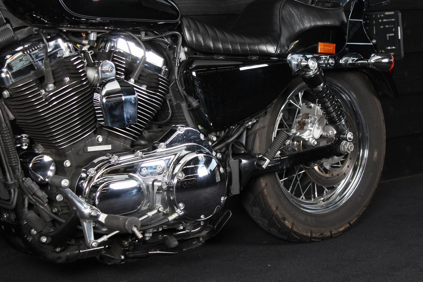HARLEY-DAVIDSON - XL 1200 Custom