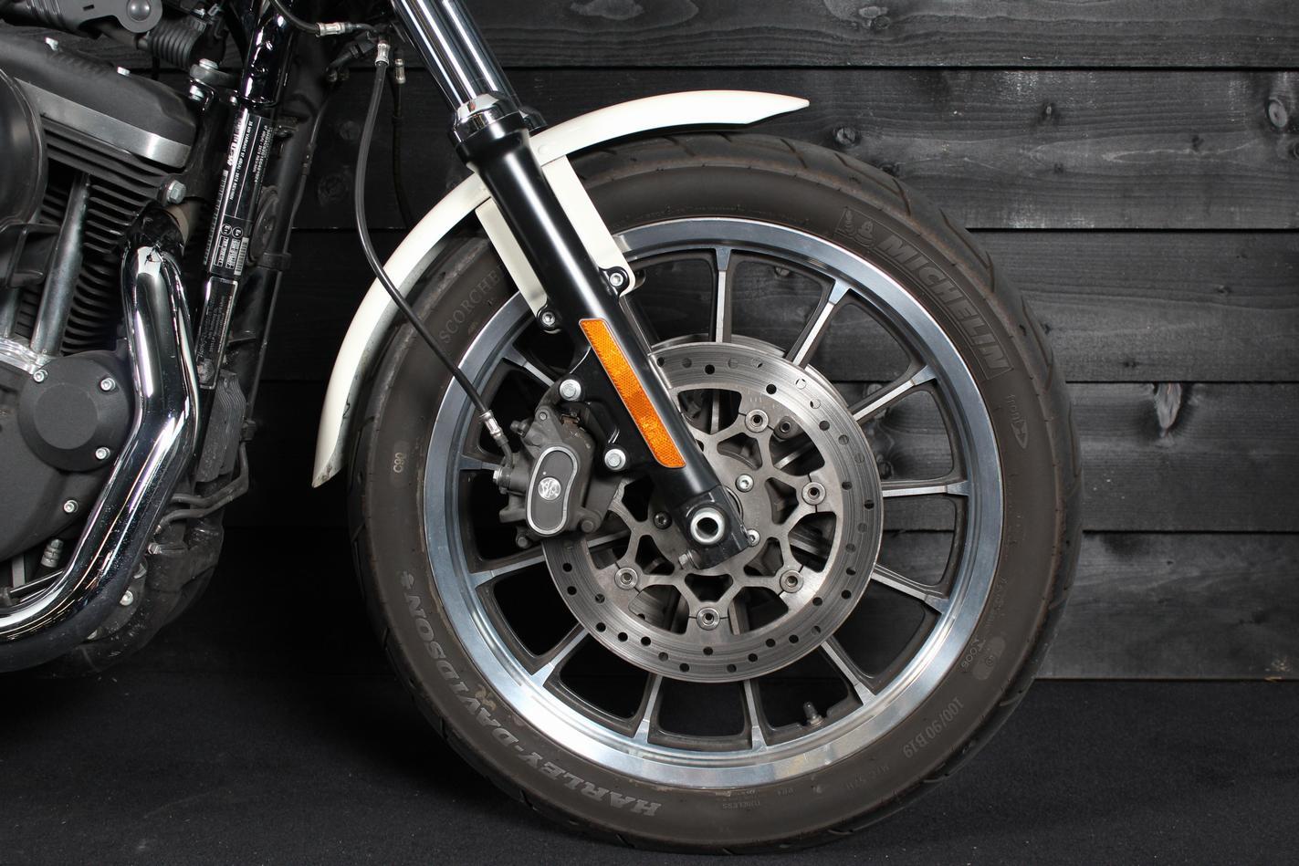 HARLEY-DAVIDSON - XL 883 Roadster