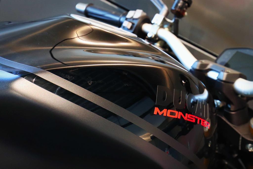 DUCATI - Monster 1200 S