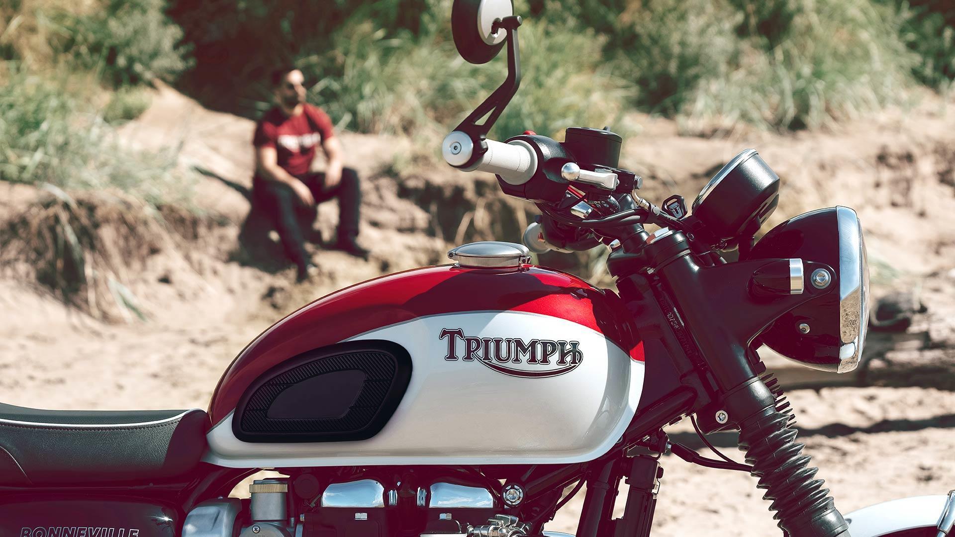TRIUMPH - Bonneville T120 Bud Ekins T12