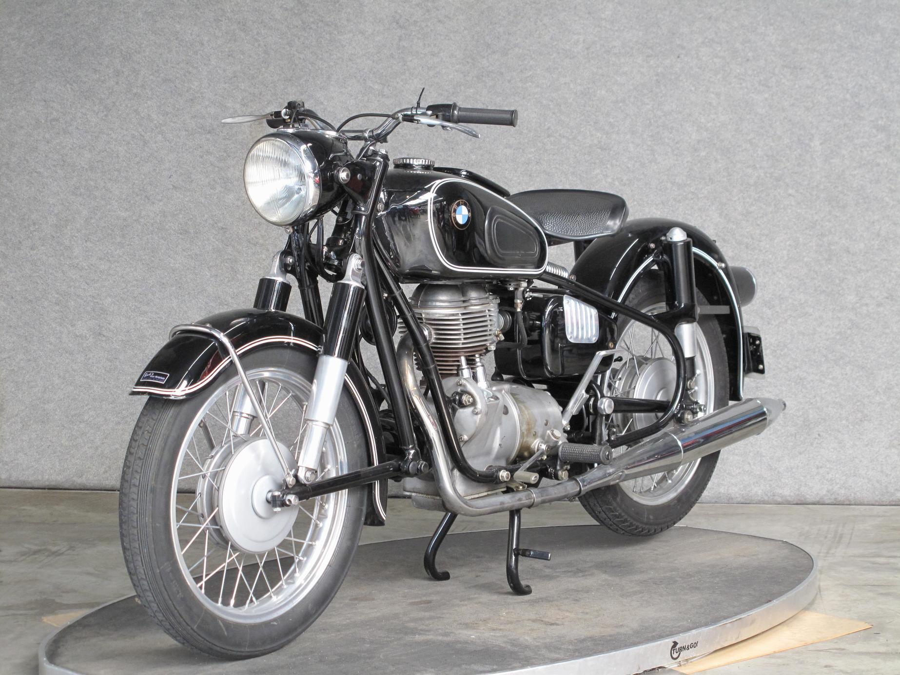 BMW - R26
