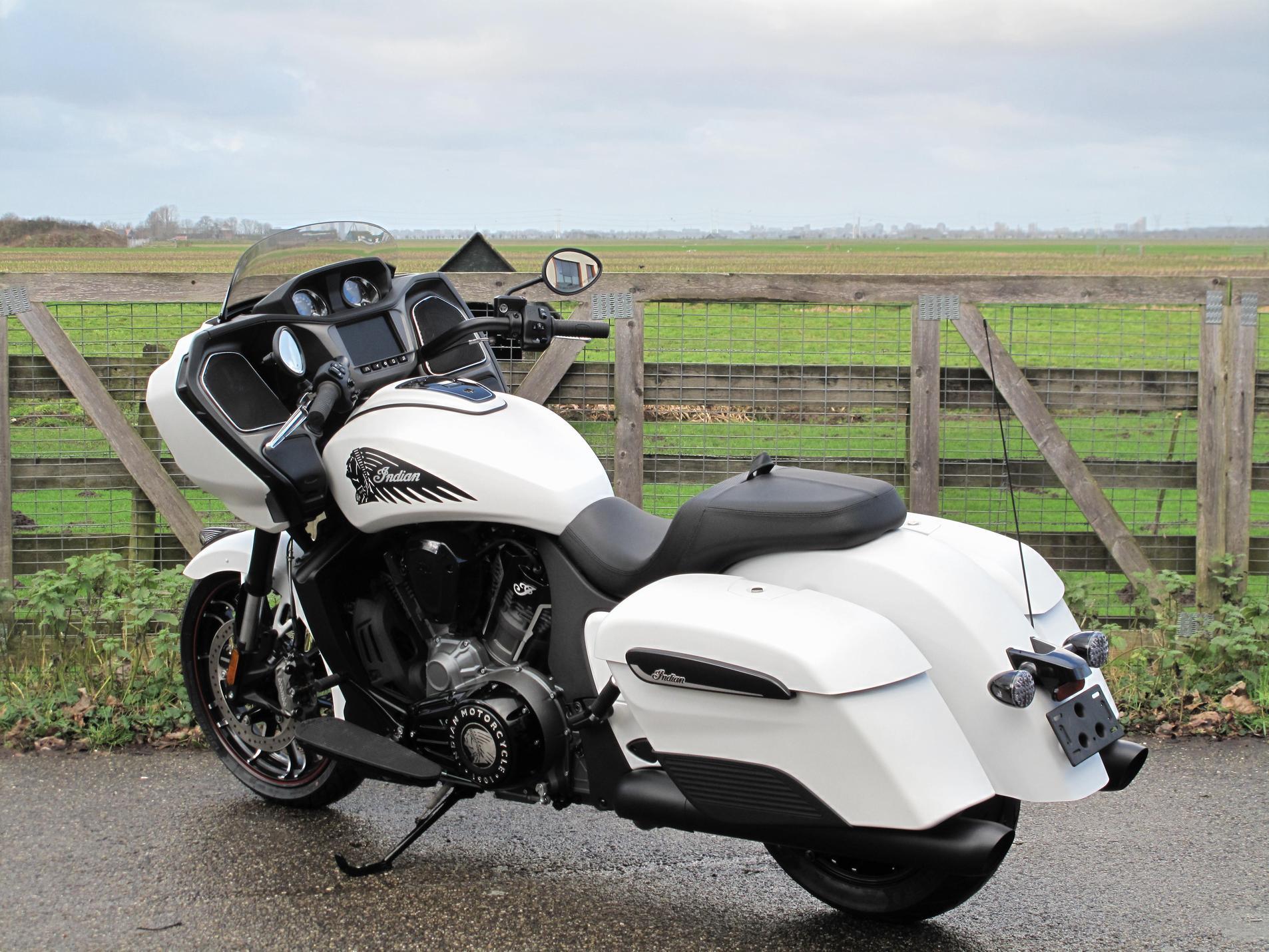 INDIAN - Challenger Dark-Horse