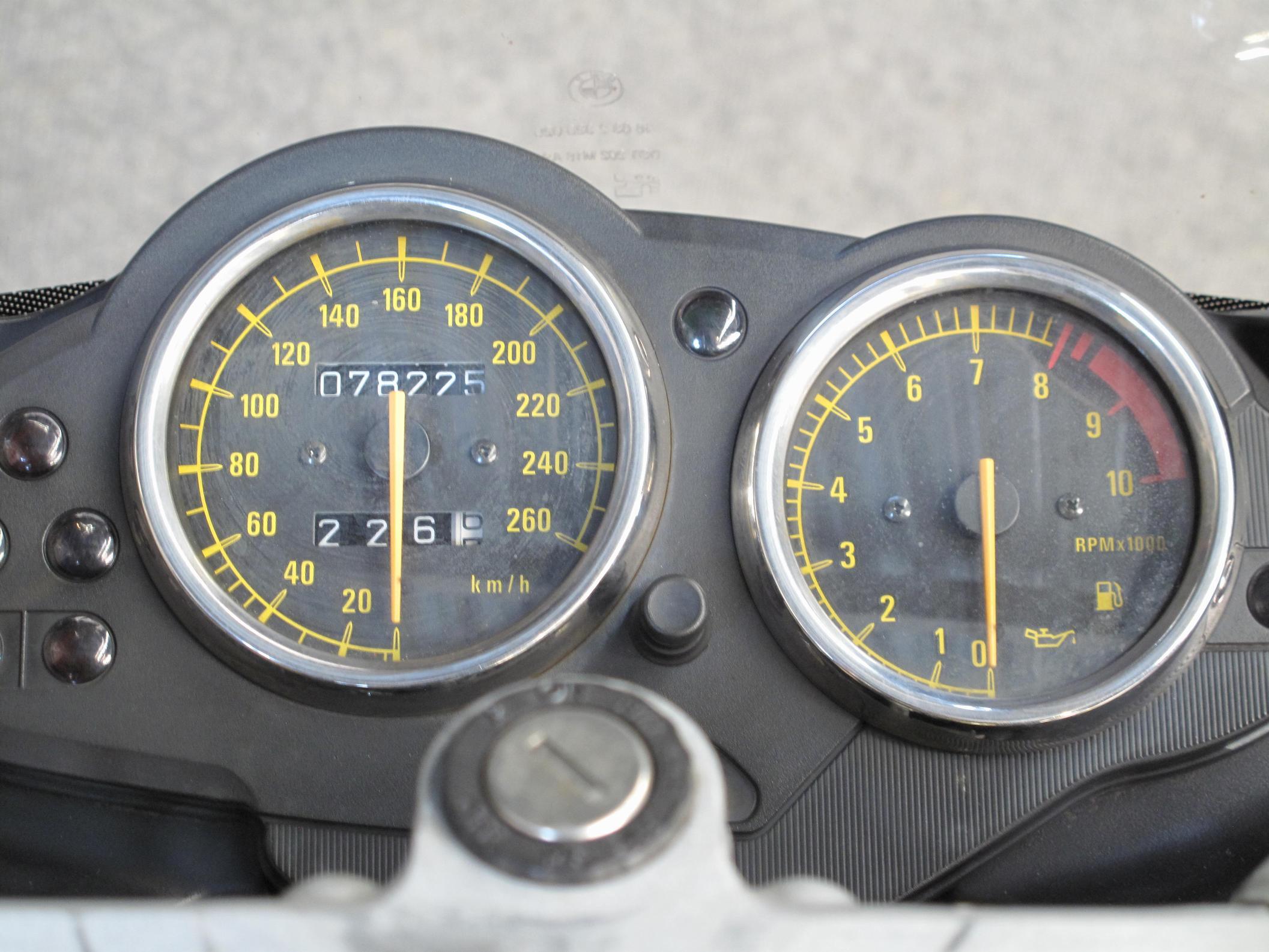 BMW - R1100S
