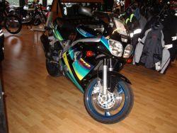 YAMAHA - FZR 600 R