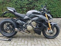 Streetfighter V4s Black Wrap